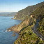 Great Ocean Road tour - Winding road along cliffs