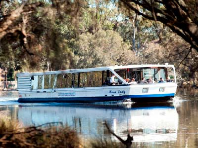 swan river cruise boat in the swan valley